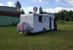 LMC – Luxe camper met kingsize bed achteraan, 4 pers.