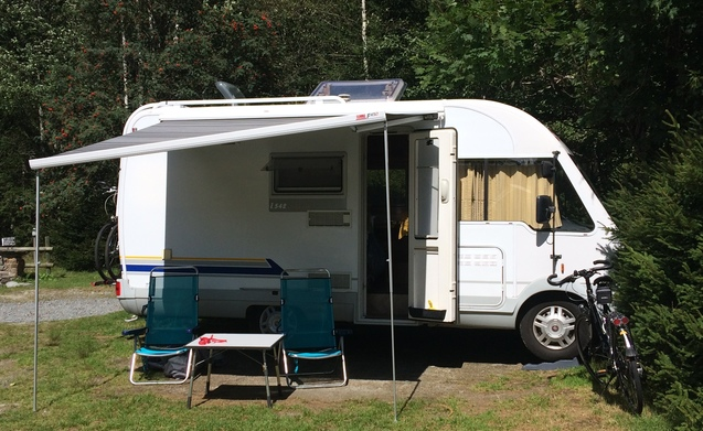 Compacte camper met veel ruimte