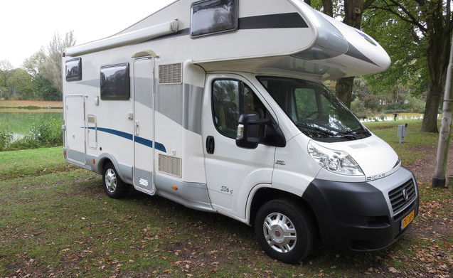rent this fiat motorhome for 6 people in tilburg from p d goboony. Black Bedroom Furniture Sets. Home Design Ideas