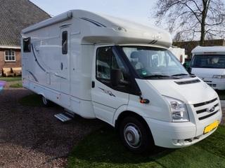luxe camper, enkele bedden en airco woon ruimte