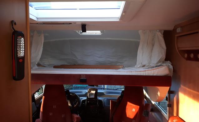 Mooie luxe ruime integraal camper met grote garage