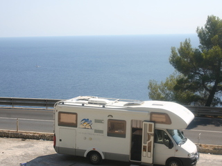 Ruime en van veel extra's voorziene Knaus camper met 5 slaapplaatsen