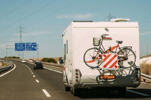 Viaggiare in Italia: adesivi per camper e bollini autostradali